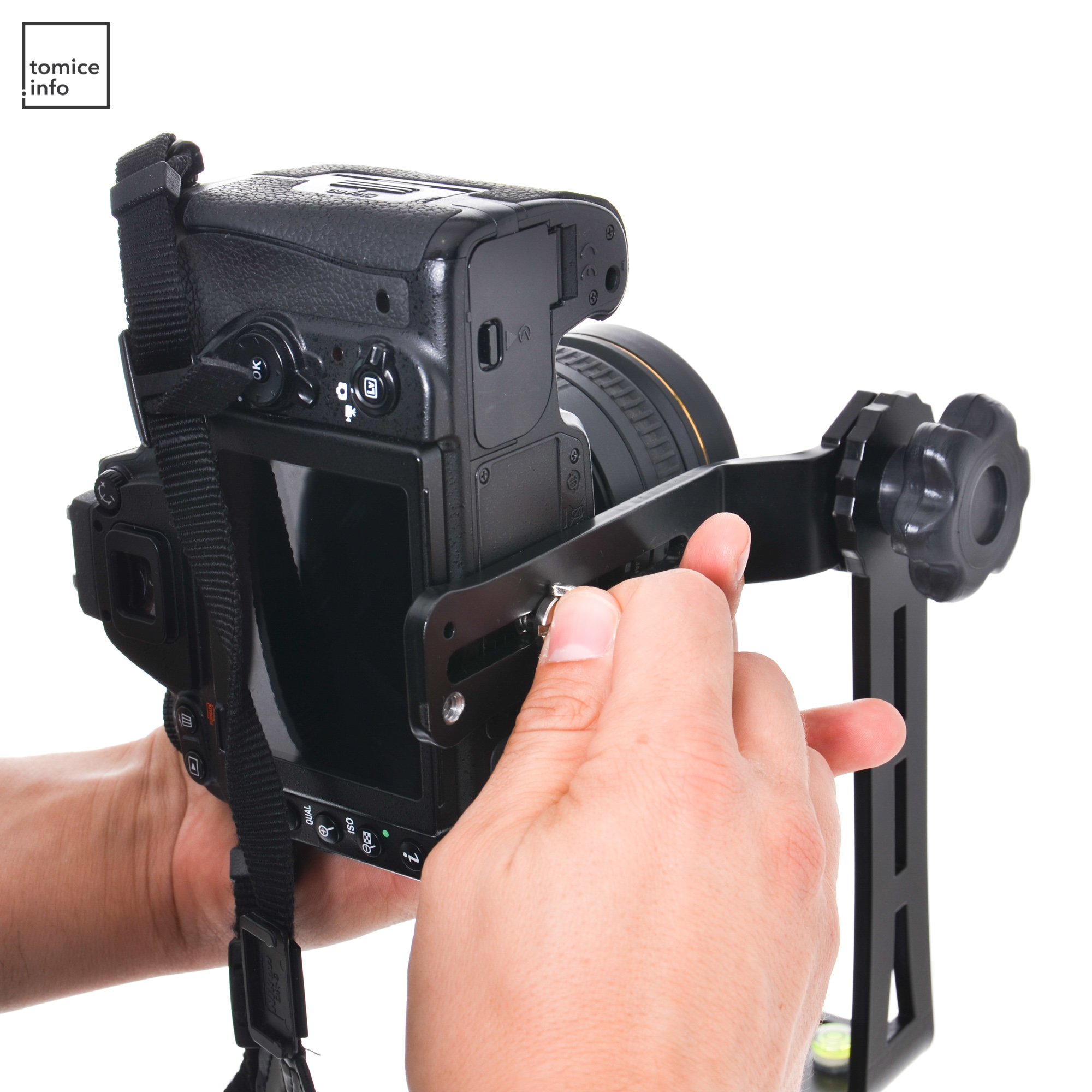 Montaż aparatu na głowicy panoramicznej.